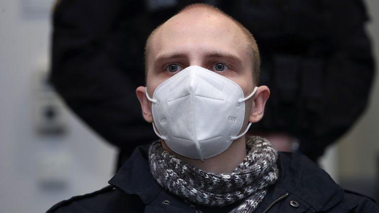 Stephan Balliet, 28, wears a mask in court