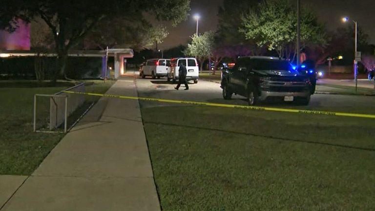 الشرطة في مكان الحادث.  الموافقة المسبقة عن علم: NBC