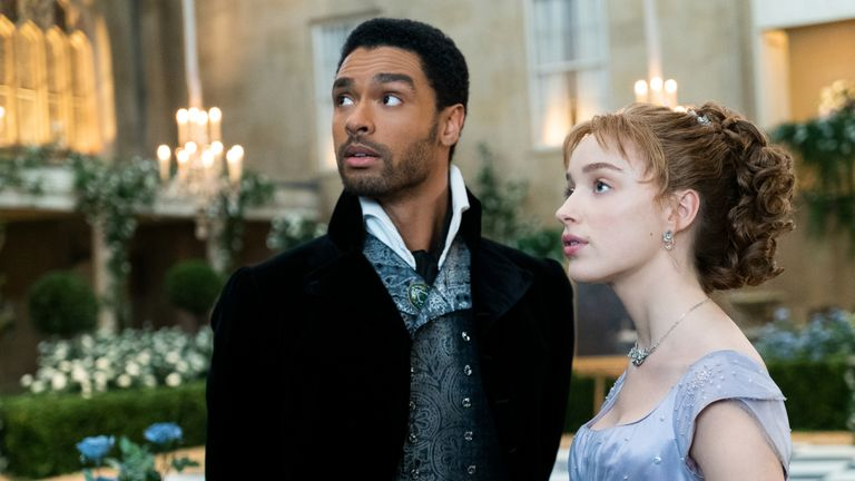 Rege-Jean Page (L) and Phoebe Dynevor as Simon Basset and Daphne Bridgerton. Pic: Netflix