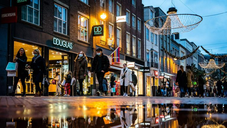People do Christmas shopping in Eindhoven ahead of the new restrictions