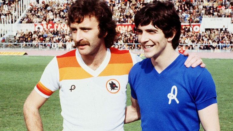Roberto Pruzzo (L) of Italian football club AS Roma with Paolo Rossi (R) when he played for Vicenza in 1984