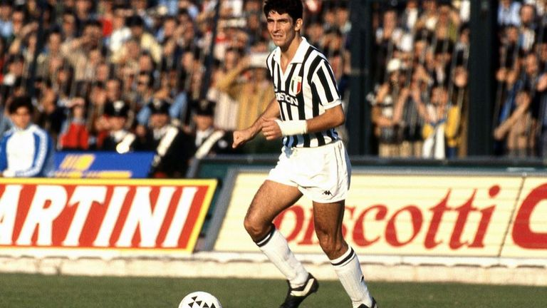 Rossi playing for Juventus during the Serie A 1981-82