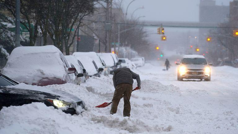 Snow falls during a Nor'easter storm amid the coronavirus disease (COVID-19) pandemic in New York Snow falls during a Nor'easter storm amid the coronavirus disease (COVID-19) pandemic in New York City, New York, U.S., December 17, 2020. REUTERS/David 'Dee' Delgado REFILE - CORRECTING LOCATION