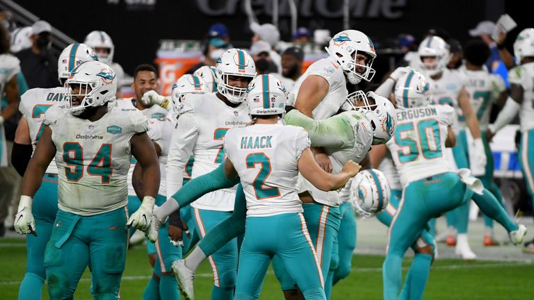 Ryan Fitzpatrick exits Miami Dolphins playoff decider vs. Buffalo Bills after COVID diagnosis |  NFL News