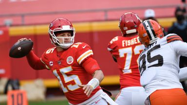 Mahomes shines before going off injured
