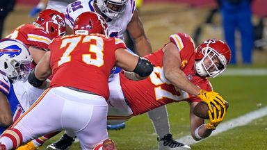 Mahomes' underhand pass for Kelce TD
