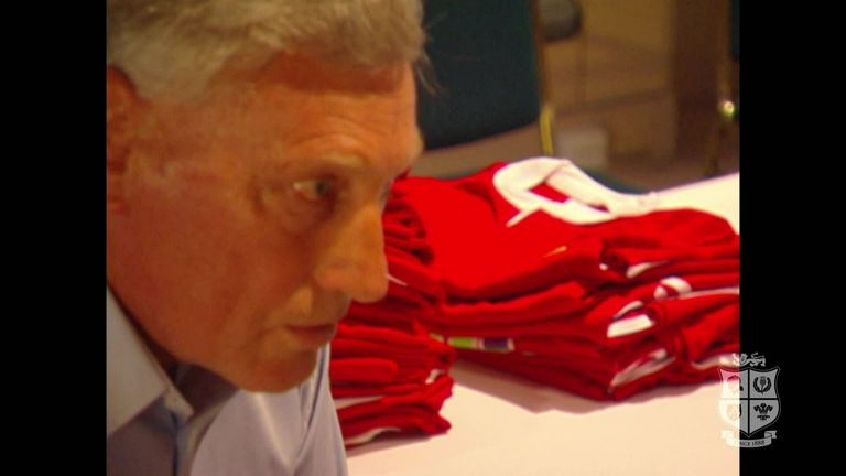 Lions icon Willie John McBride shares his views with the 2001 squad and presents the shirts ahead of the first Test.