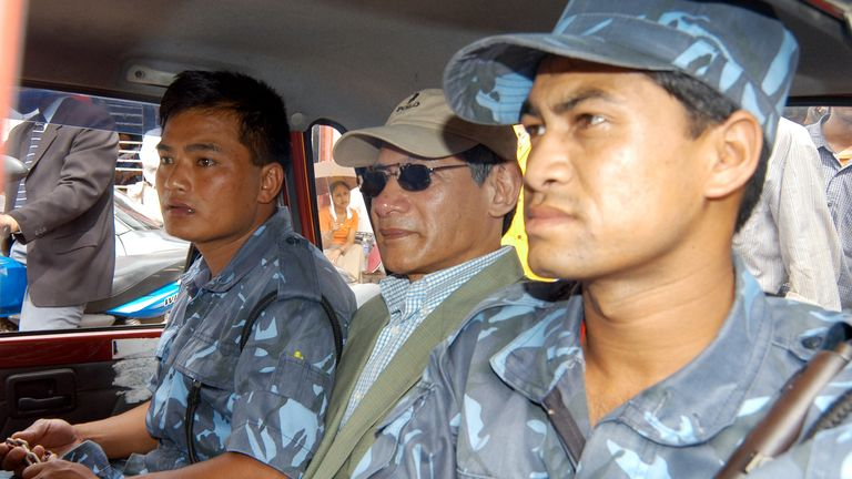 "French national Charles Sobhraj (C) takes a taxi back to jail while accompanied by guards in the Nepalese capital Kathmandu July 5, 2004. Nepali authorities on Monday charged the notorious criminal Sobhraj, known as ""the Serpent"" and the ""Bikini Killer"", with the 1975 murder of an American backpacker in Kathmandu. REUTERS/Gopal Chitrakar GC/TW"