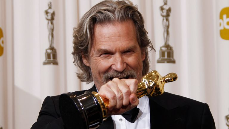 Jeff Bridges poses backstage with the Oscar for best performance by an actor in a leading role for ...Crazy Heart... at the 82nd Academy Awards Sunday, March 7, 2010, in the Hollywood section of Los Angeles. (AP Photo/Matt Sayles)