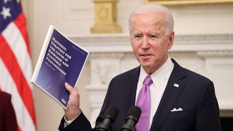لم يضيع الرئيس جو بايدن الكثير من الوقت في الكشف عن خطة لمعالجة أزمة فيروس كورونا.