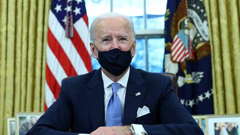 الرئيس جو بايدن يحث الأمريكيين على ارتداء الأقنعة - ويقول إنها يمكن أن تنقذ 50 ألف شخص |  أخبار الولايات المتحدة