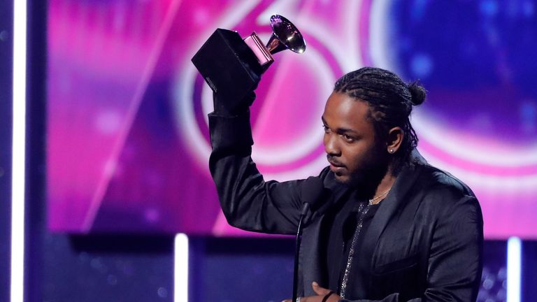 "60th Annual Grammy Awards – Show – New York, U.S., 28/01/2018 – Kendrick Lamar accepts the best rap album Grammy for ""Damn."" REUTERS/Lucas Jackson"