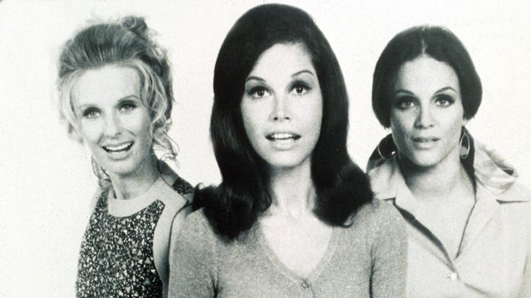 Cast of the ' Mary Tyler Moore Show' actresses Cloris Leachman, Mary Tyler Moore & Valerie Harper, Hollywood. 1970