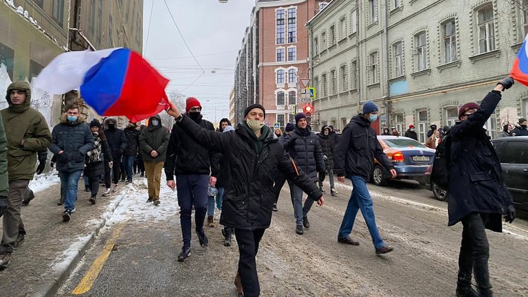 Anti-Putin protesters wave flags in Moscow