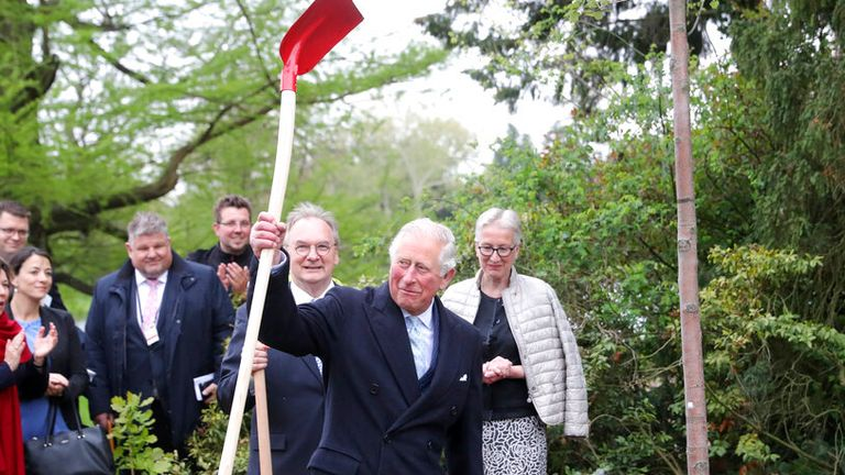 08 May 2019, Saxony-Anhalt, W'rlitz: The British heir to the throne Prince Charles lifts a shovel into the air after planting a tree in the Garden Kingdom of Dessau-W'rlitz. Next to him are the Foundation President Brigitte Mang and Reiner Haseloff (CDU), Prime Minister of Saxony-Anhalt. The Prince of Wales visits Leipzig and W'rlitz on the second day of his trip to Germany. Photo by: Jan Woitas/picture-alliance/dpa/AP Images