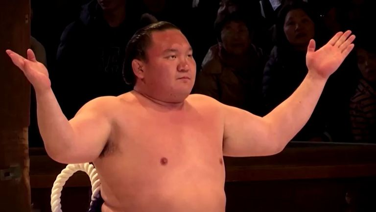 Yokozuna Hakuho noticed his sense of smell failing