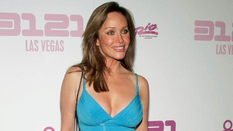 Actress Tanya Roberts poses on the purple carpet during the unveiling of the 3121 nightclub at the Rio All-Suite Hotel & Casino in Las Vegas, Nevada November 8, 2006. Prince will perform at the club on Friday and Saturday nights beginning November 10. REUTERS/Steve Marcus (UNITED STATES)