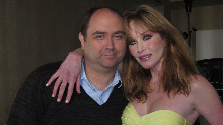 Aktris Tanya Roberts dengan agen dan temannya Mike Pingel