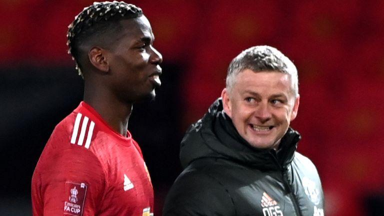 Odeon Ighalo, mantan rekan setim Paul Pogba, mengatakan striker itu hanya tidak senang ketika dia tidak bermain dan berharap untuk tetap di Manchester United.