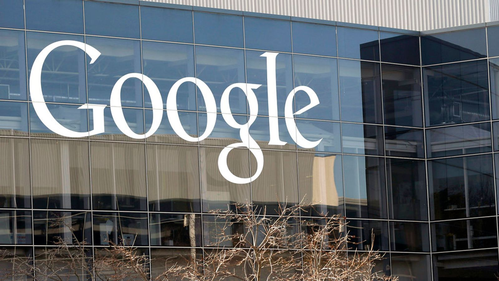 Google fined £427m in fight with French news publishers