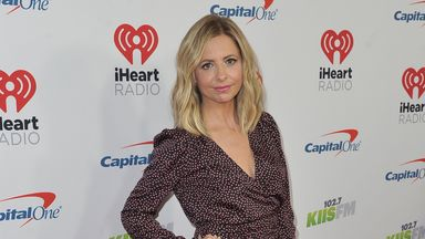 Sarah Michelle Gellar arrives at Jingle Ball on Friday, Dec. 6, 2019, at the Forum in Inglewood, Calif. (Photo by Richard Shotwell/Invision/AP)