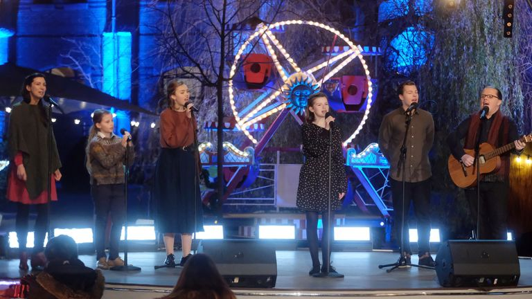 """05 December 2020, Saxony, Leipzig: Angelo Kelly and Family at the Christmas show of the Mitteldeutscher Rundfunk (MDR) """"Christmas with us"""". The show was broadcast live on MDR. Photo by: Sebastian Willnow/picture-alliance/dpa/AP Images"""