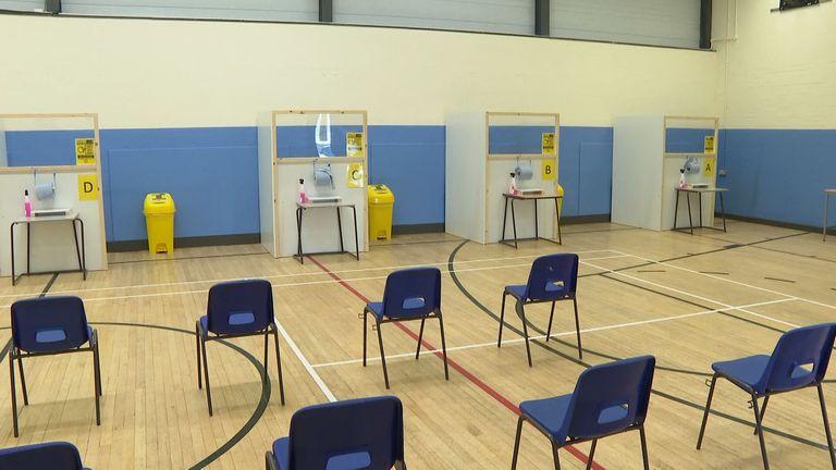 Gym sekolah telah diubah menjadi fasilitas pengujian aliran lateral