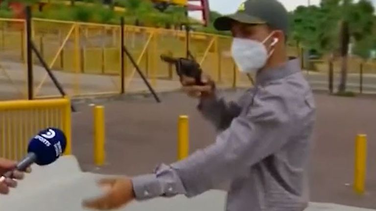 Reporter is robbed at gunpoint during live broadcast in Ecuador