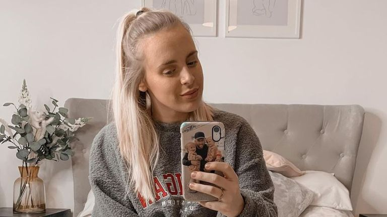 Elly Norris, who has 23,000 followers on Instagram, received a complaint about promoting Skinny Tan using an in-app beauty filter. Pic: Instagram/@ellykaynorris
