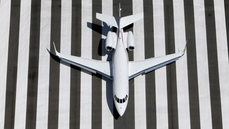 A Learjet prepares to land at Congonhas airport in Sao Paulo February 12, 2015.