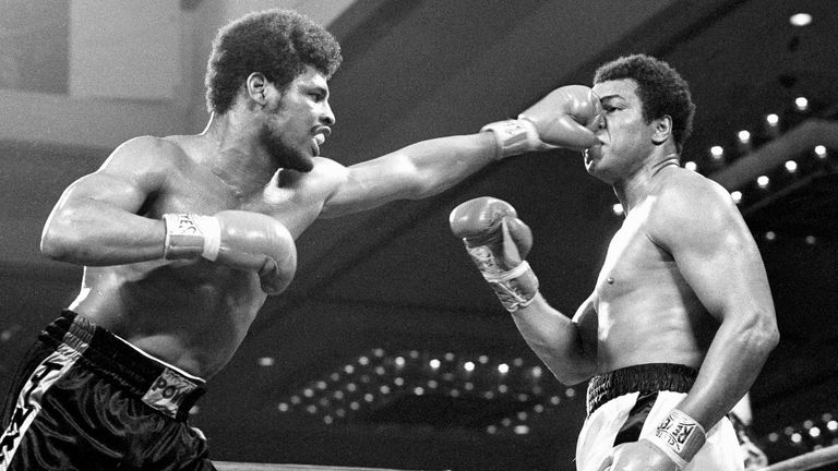 Leon Spinks flattens the nose of heavyweight champion Muhammad Ali during their first title fight in February 1978. Pic: AP
