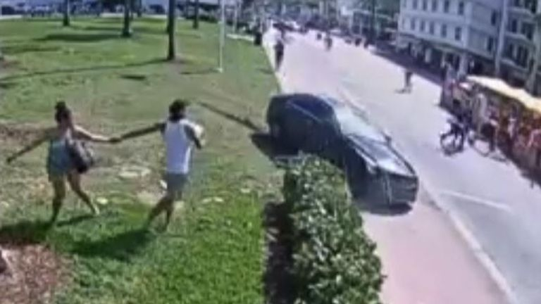 People run for cover during police chase in Miami