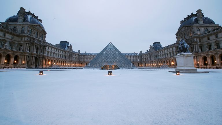 A layer of fresh snow covered the area near the Louvre