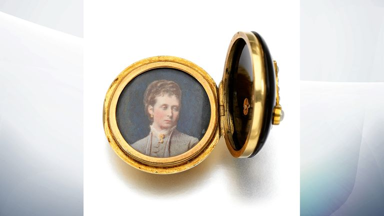 Onyx and seed pearl button, 1879 (est. £1,000-1,500). Pic: Sotheby's