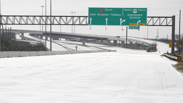 (210215) -- HOUSTON, Feb. 15, 2021 (Xinhua) -- A highway is closed due to snow and ice in Houston, Texas, the United States, on Feb. 15, 2021. Up to 2.5 million customers were without power in the U.S. state of Texas Monday morning as the state's power generation capacity is impacted by an ongoing winter storm brought by Arctic blast. (Photo by Chengyue Lao/Xinhua)