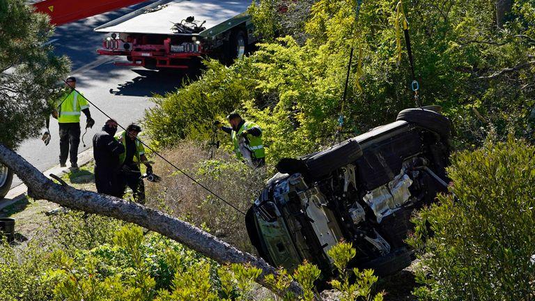 تصادف اتومبیل تایگر وودز.  عکس: AP