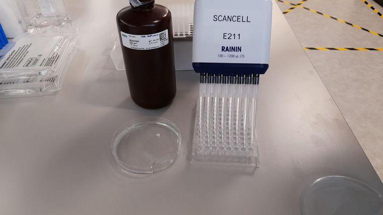 英国科学家正在诺丁汉大学开发一种COVID疫苗,该疫苗具有针对病毒突变的内置保险