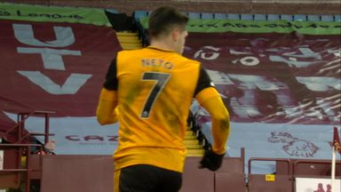 Martinez denies Neto (50)