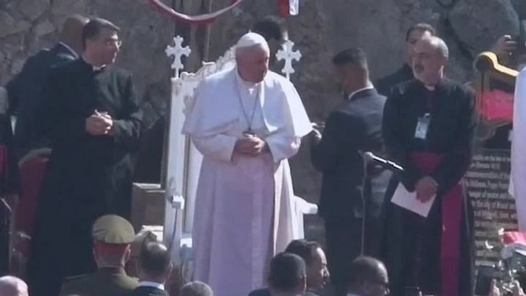Pope arrives in Mosul