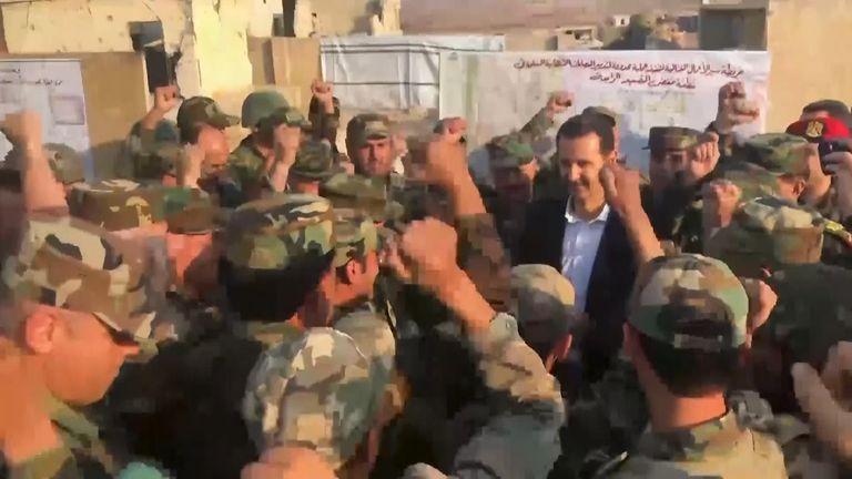رئیس جمهور اسد در میان سربازان