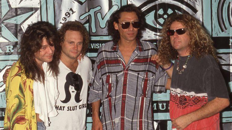 ادی ون هالن ، مایکل آنتونی ، الکس ون هالن ، سامی هاجر از ون هالن در جوایز موسیقی MTV Video 1991 در 05 سپتامبر 1991 اعتبار: رالف دومینگز / MediaPunch / IPX / AP