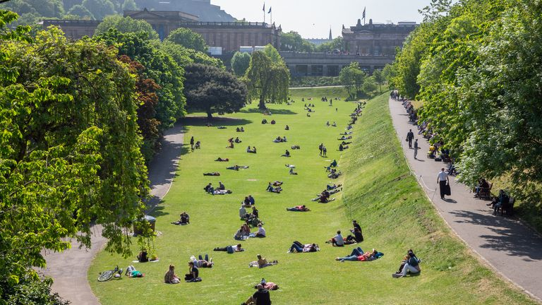 Edinburgh, Scotland - May 24, 2018: Princes Street Gardens with recreating people sitting and lying in the grass (Edinburgh, Scotland - May 24, 2018: Princes Street Gardens with recreating people sitting and lying in the grass, ASCII, 114 components,