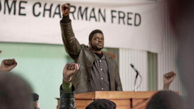 رئیس Black Panther ، داستان همدپتون ، در عمل است.  عکس: Judas And The Black Messiah / برادران وارنر