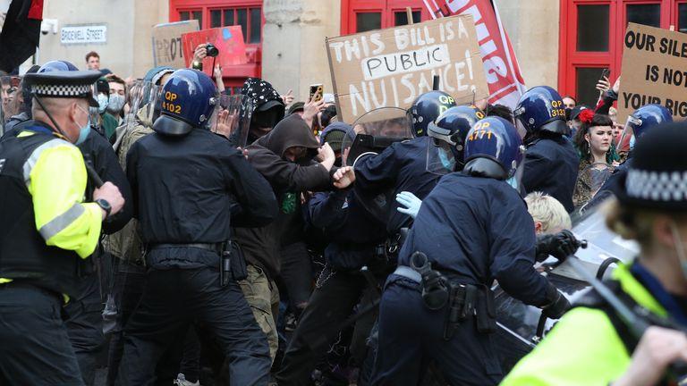 هنگامی که مردم در & # 39؛ لایحه را بکشند & # 39؛  اعتراض در بریستول ، تظاهرات علیه لایحه جنجالی پلیس و جرایم دولت.  تاریخ تصویر: یکشنبه 21 مارس 2021.