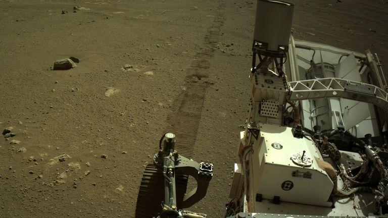 مروحية إبداع ناسا تقوم بأول رحلة تاريخية على سطح المريخ   أخبار العلوم والتكنولوجيا