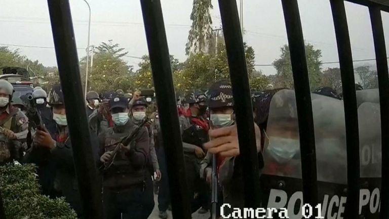 Myanmar police storm Mandalay University