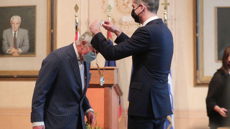 همچنین شاهزاده ولز بالاترین تمایز را در آتن دریافت کرد