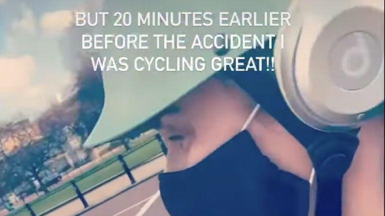 Wilson memposting klip dirinya sedang berkendara melalui pusat kota London. Foto: Instagram / @ rebelwilson