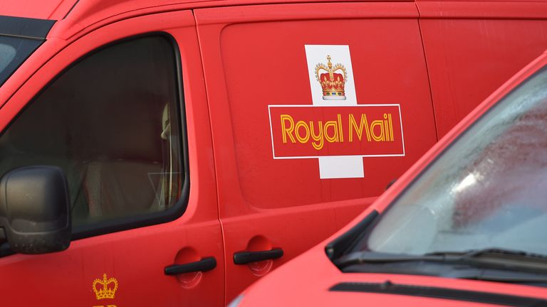 A seven-day-a-week parcel service is to be trialled by Royal Mail