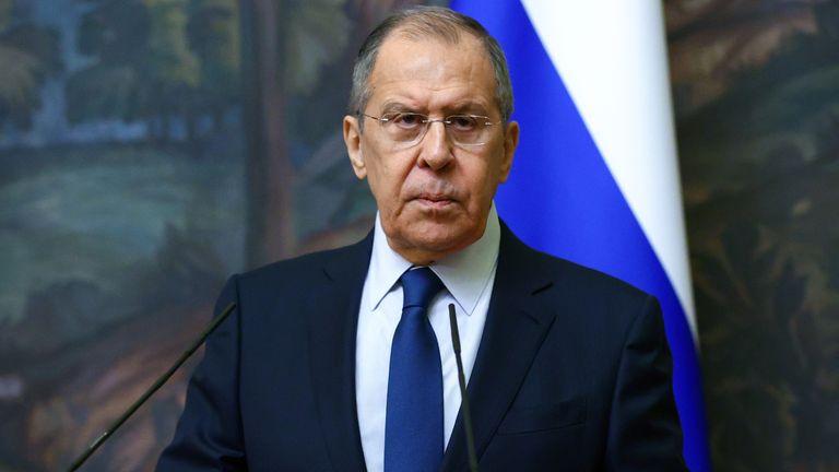 وزير الخارجية الروسي سيرجي لافروف يحضر مؤتمرا صحفيا عقب اجتماعه مع نظيره الأوزبكي عبد العزيز كاميلوف في موسكو ، روسيا في 2 مارس 2021.